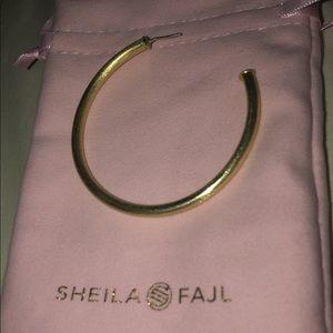 "1 single Sheila Fajl ""Everybody's Favorite Hoop"""